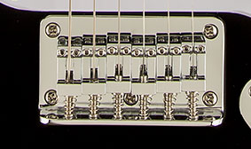 VINTAGE-STYLE SIX-SADDLE SYNCHRONIZED TREMOLO BRIDGE