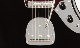 VINTAGE-STYLE TREMOLO WITH FLOATING BRIDGE