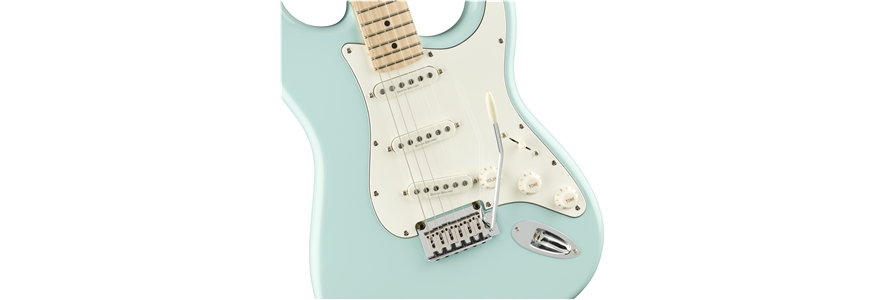 Deluxe Stratocaster® - Daphne Blue