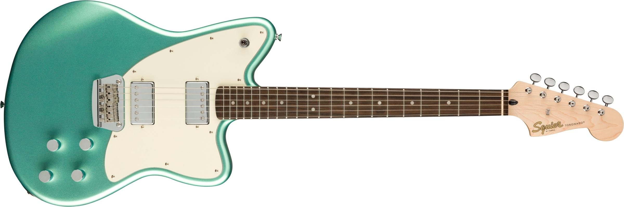 ギターを弾いている  自動的に生成された説明